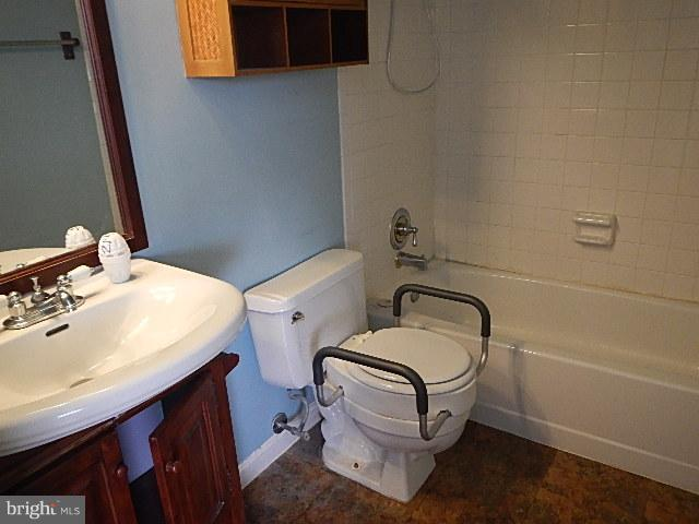 Bath - 10811 AMHERST AVE #C, SILVER SPRING
