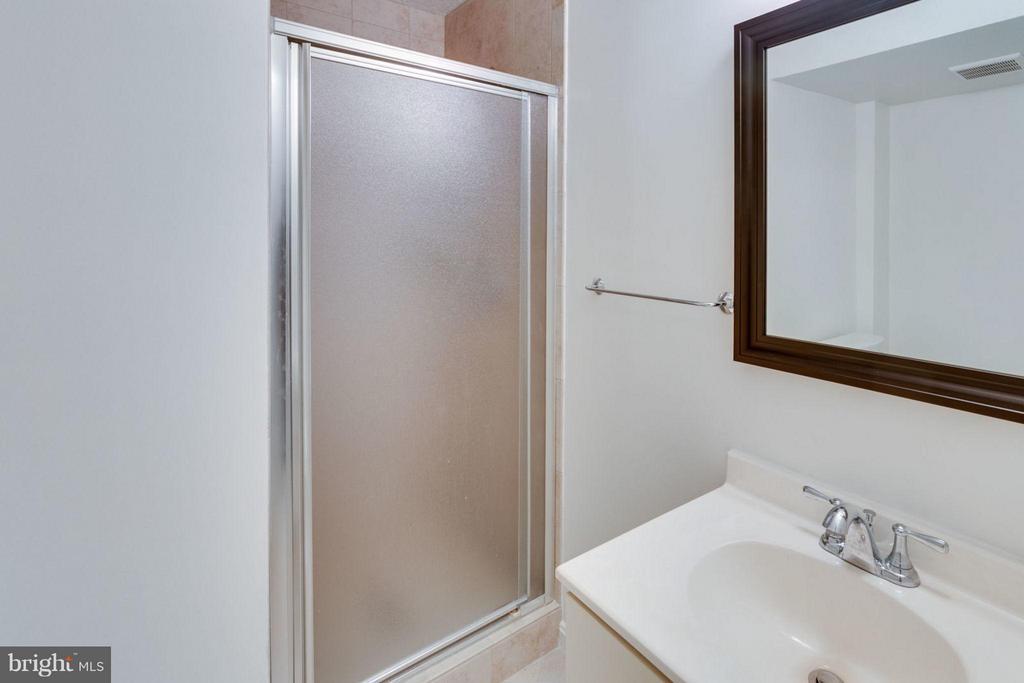Bath #3 - 6002 MARDALE LN, BURKE