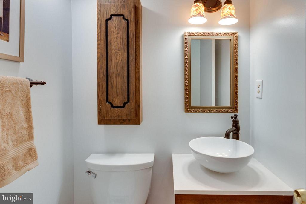 Main level half bath - 6002 MARDALE LN, BURKE