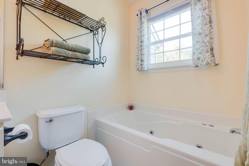 Bath (Master)separate soaking tub - 309 BARROWS CT, FREDERICKSBURG