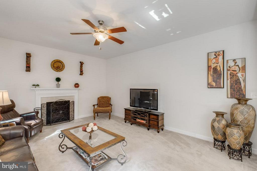 Family Room - 51 MAPLEWOOD DR, STAFFORD