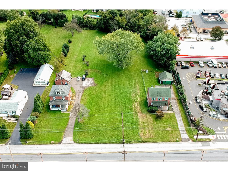 Casa para uma família para Venda às 14 N TROOPER Road Norristown, Pensilvânia 19403 Estados Unidos