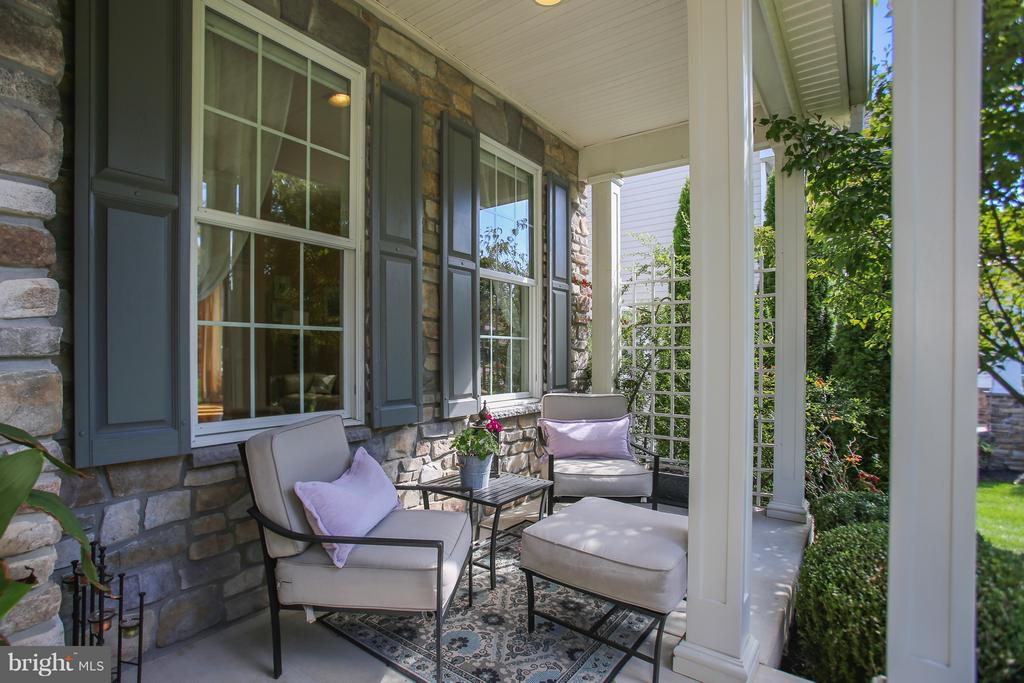 Sunny & welcoming front porch - 4610 MOCKINGBIRD LN, FREDERICK