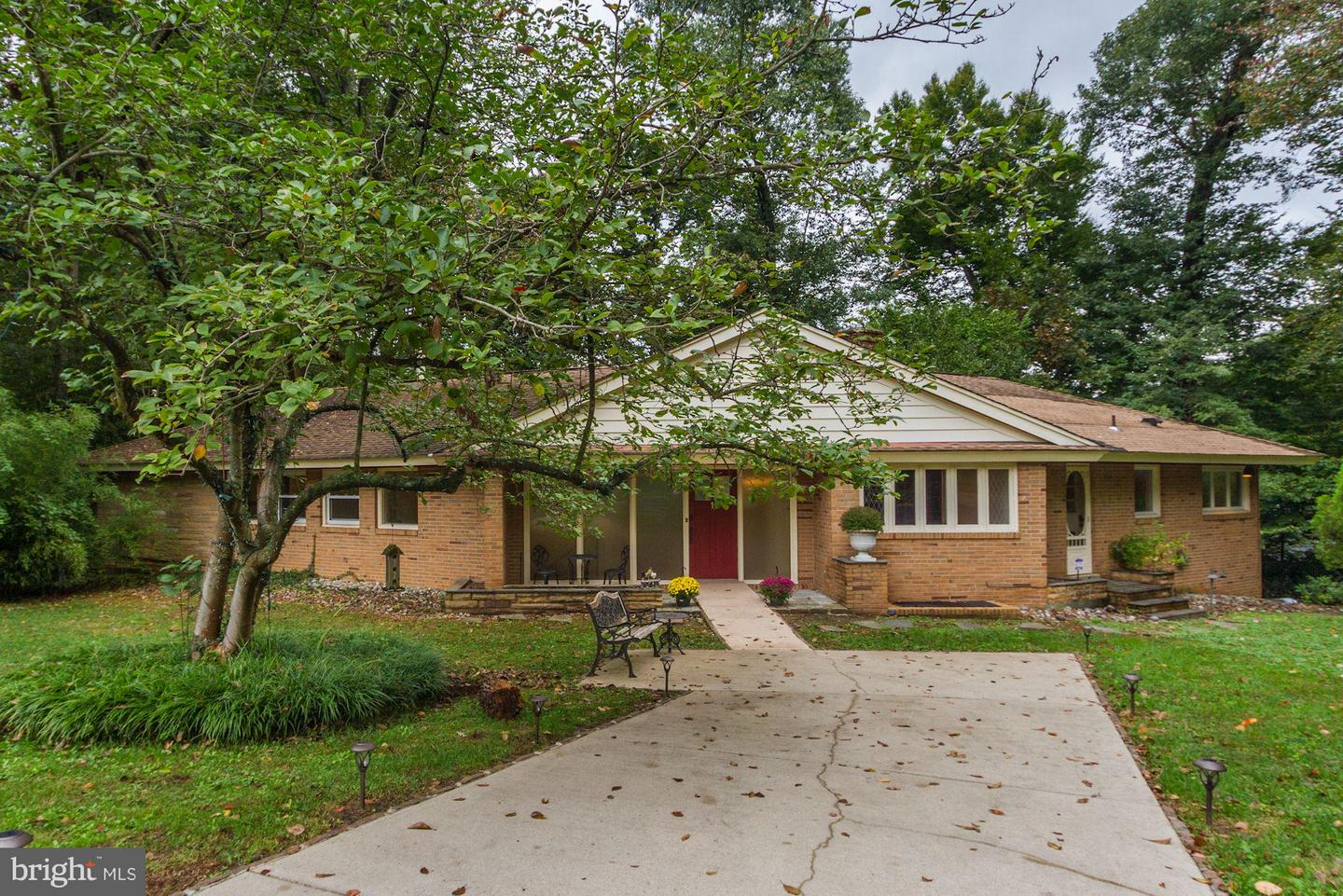 Other Residential for Rent at 1 Buttonwood Ln Bethesda, Maryland 20816 United States