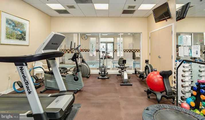 Fitness center - 900 TAYLOR ST #810, ARLINGTON