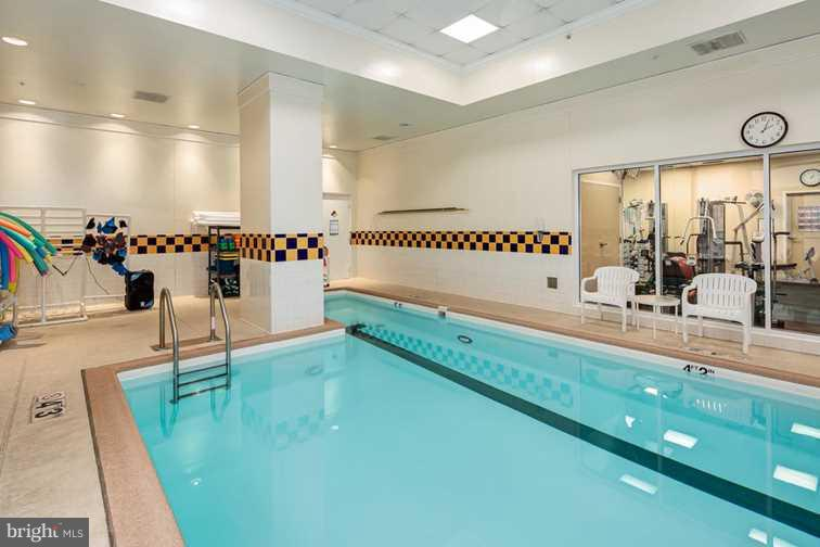 Heated pool - 900 TAYLOR ST #810, ARLINGTON