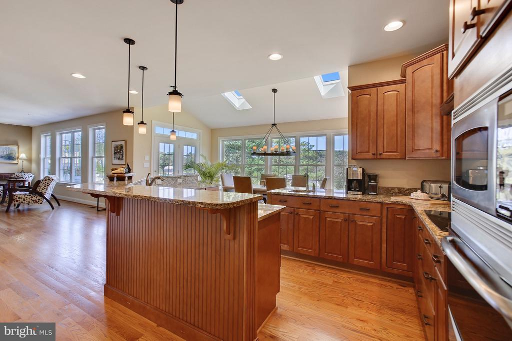 Chef's Kitchen  with double sinks & Serving bar - 4610 MOCKINGBIRD LN, FREDERICK