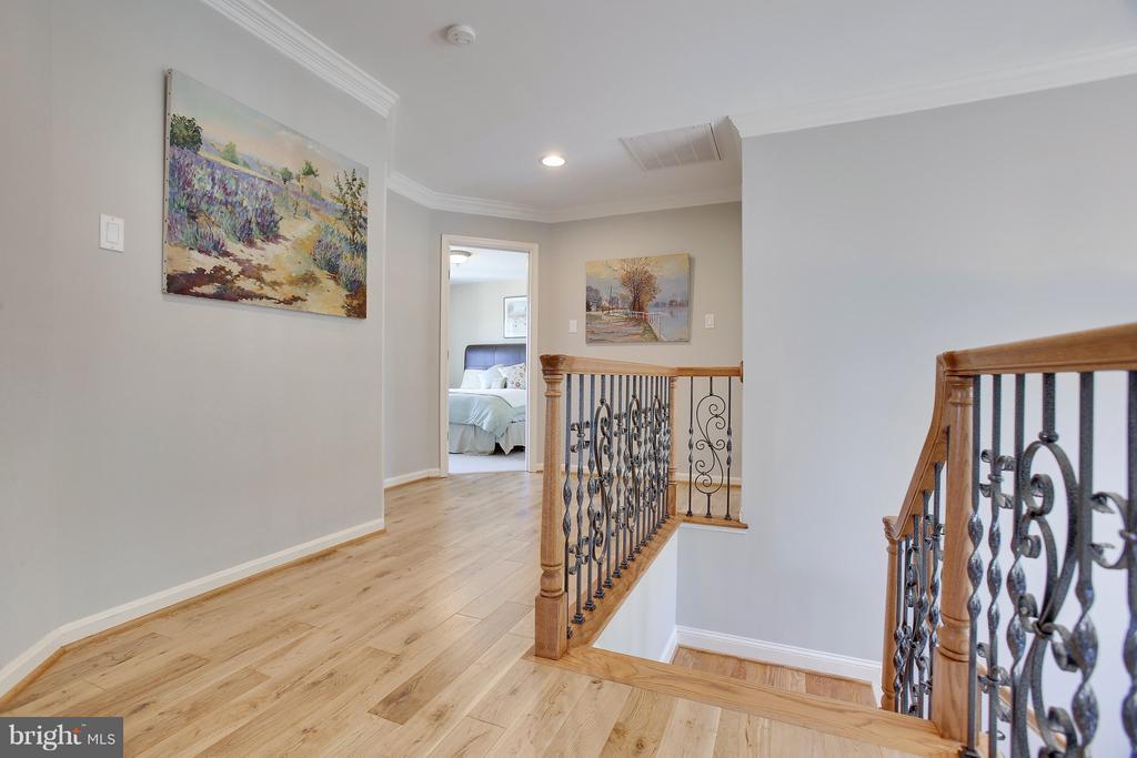 Open & Bright Upstair hall - 4610 MOCKINGBIRD LN, FREDERICK