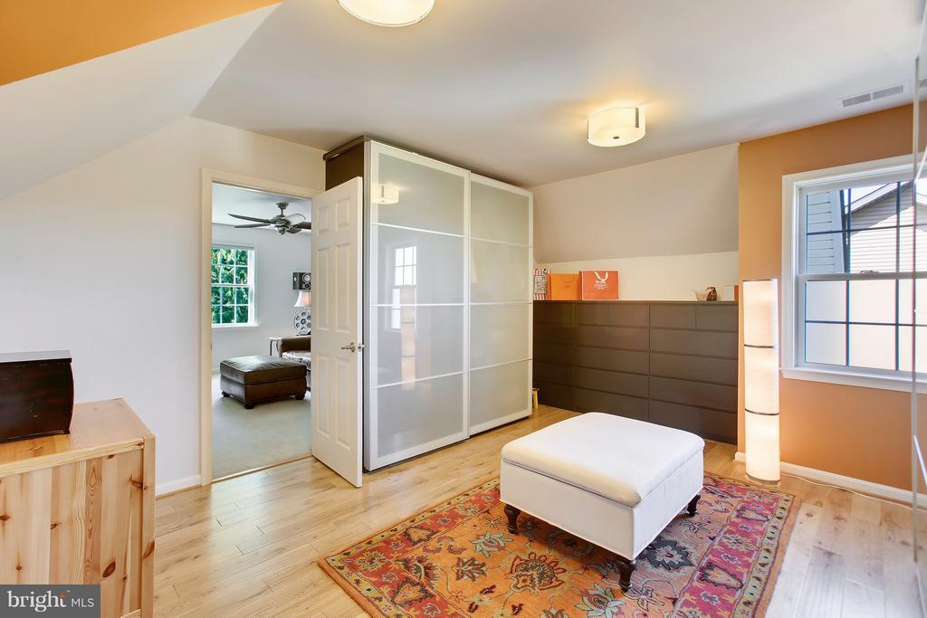 Custom built dressing room - 4610 MOCKINGBIRD LN, FREDERICK