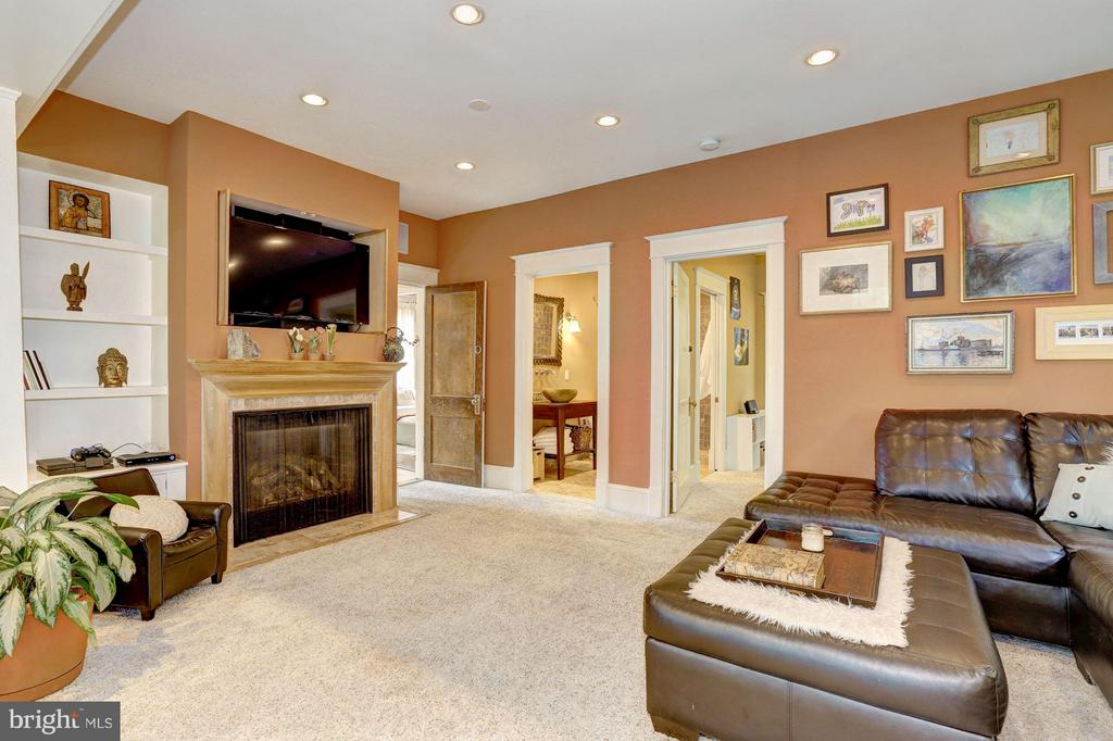 Family Room - 209 N FILLMORE ST, ARLINGTON