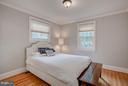 Main Level Guest Bedroom with En Suite Bathroom - 506 NORWOOD ST, ARLINGTON