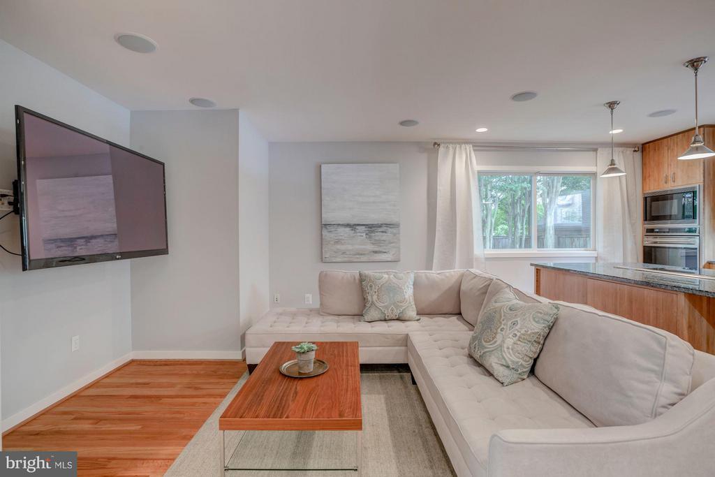 Family Room - 506 NORWOOD ST, ARLINGTON