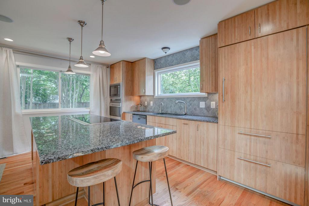 Kitchen Island Seating for up to 4--side and front - 506 NORWOOD ST, ARLINGTON