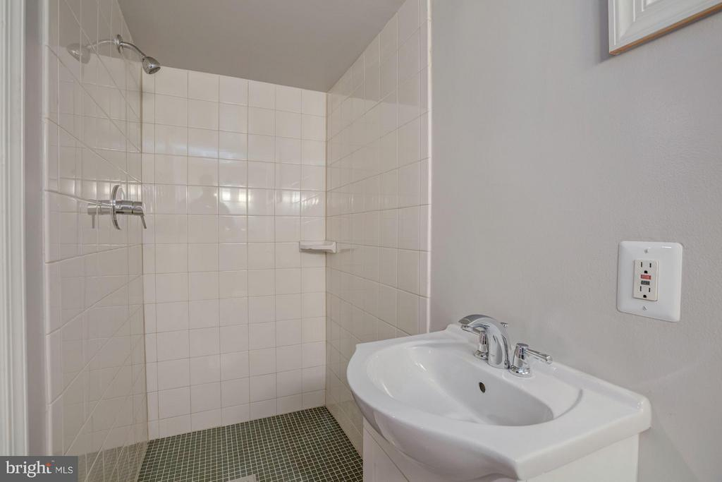 Lower Level bathroom w/adjacent potential 5th BR - 506 NORWOOD ST, ARLINGTON