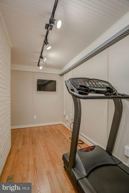 Main Level Exercise Room with its own HVAC - 506 NORWOOD ST, ARLINGTON