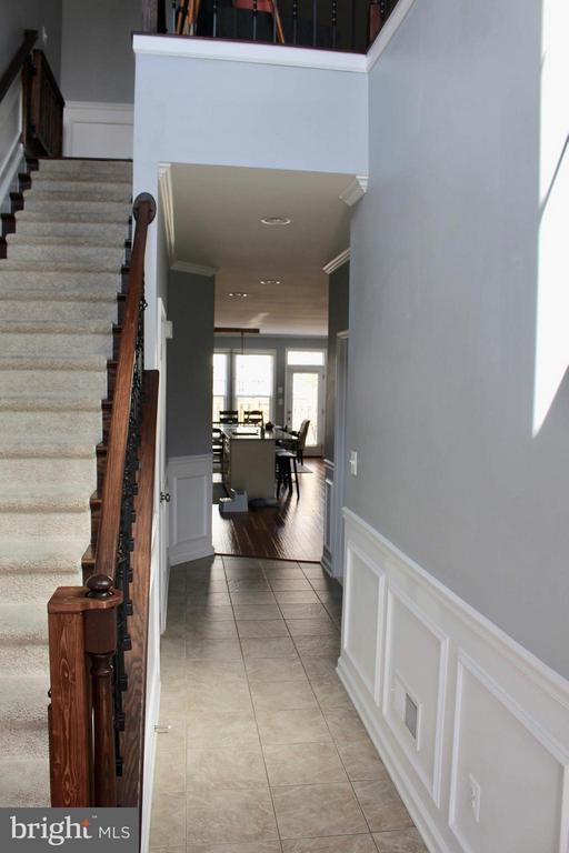 Entry to main floor. - 41846 APATITE SQ, ALDIE
