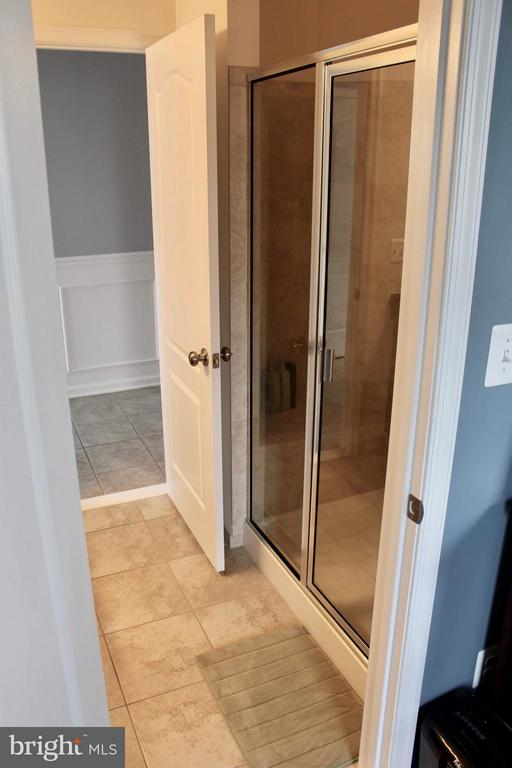 Mail level full bathroom shower. - 41846 APATITE SQ, ALDIE