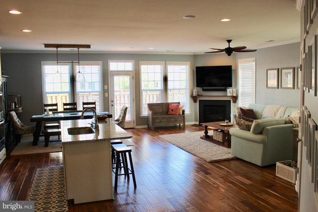 Open floor plan, wide-plank flooring. - 41846 APATITE SQ, ALDIE
