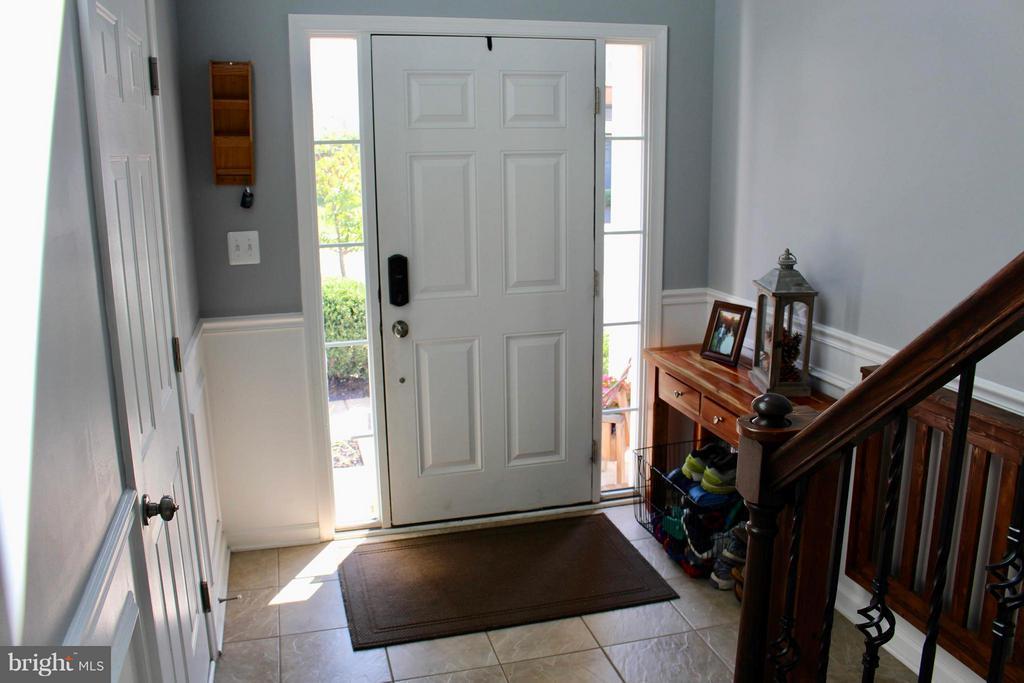 Foyer with beautiful custom tile flooring. - 41846 APATITE SQ, ALDIE