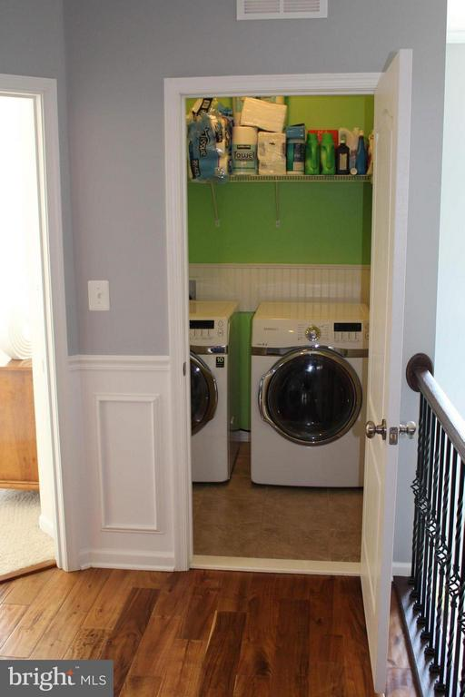 Upper level laundry with upgraded tile floors - 41846 APATITE SQ, ALDIE