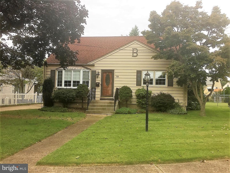 独户住宅 为 销售 在 15 BELFAST Court Hamilton Township, 新泽西州 08610 美国
