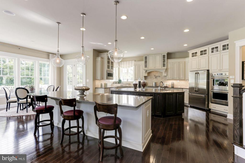 Gourmet kitchen has two islands and extra lighting - 40736 WILD PLUM DR, ALDIE