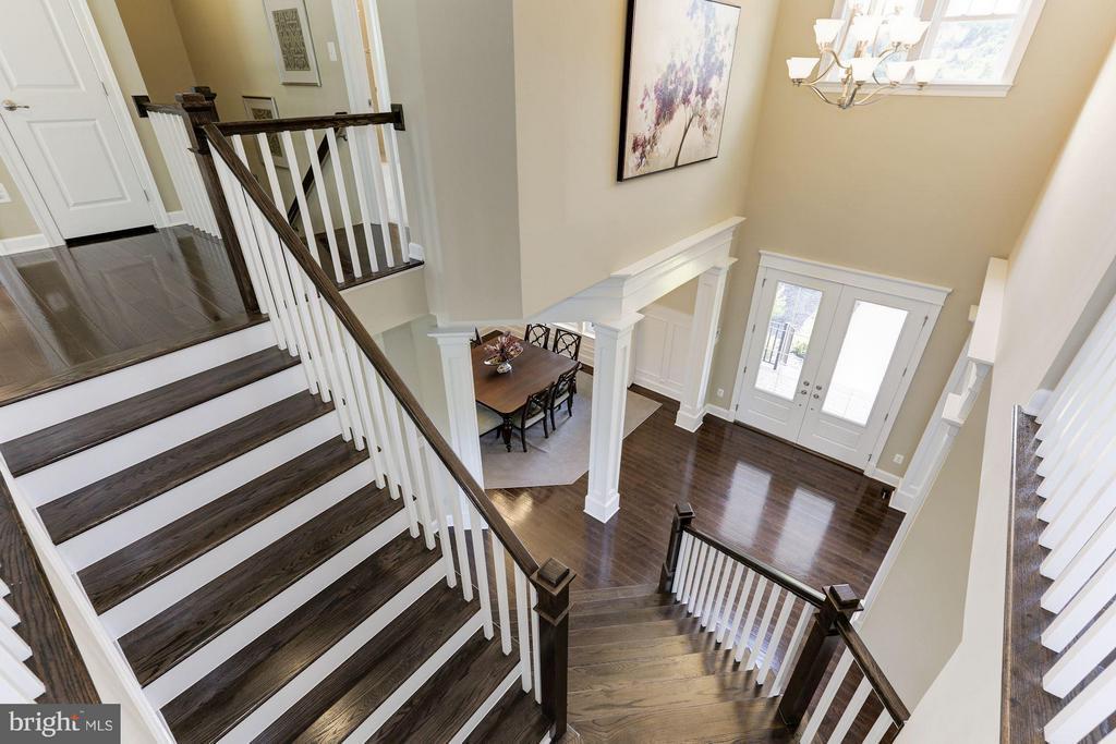 Foyer view from upper level. Beautiful hardwoods. - 40736 WILD PLUM DR, ALDIE