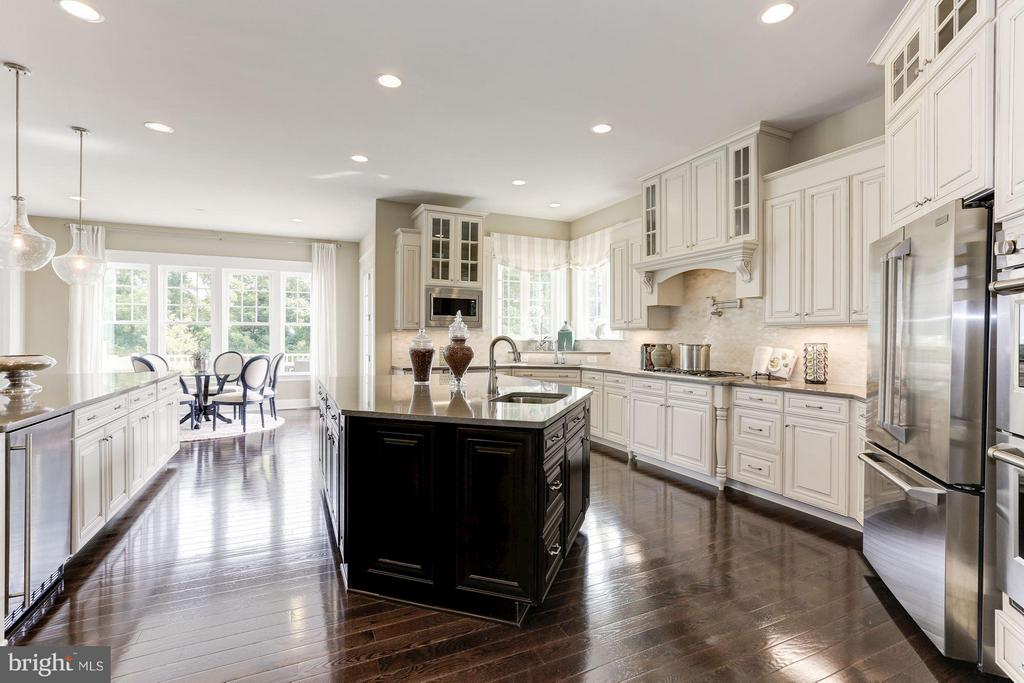 Kitchen opens to Morning Room and covered porch - 40736 WILD PLUM DR, ALDIE