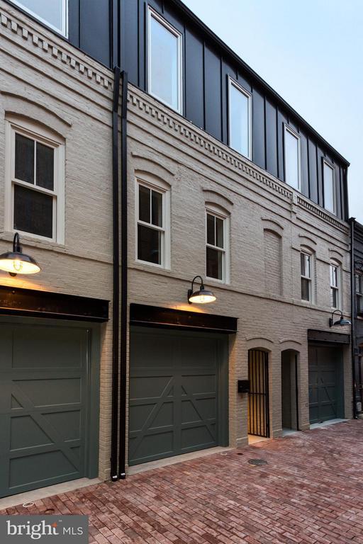Exterior (Front) - 1313 LINDEN CT NE, WASHINGTON