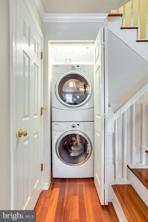 FullSize Washer Dryer - 1625 INTERNATIONAL DR #TH1, MCLEAN