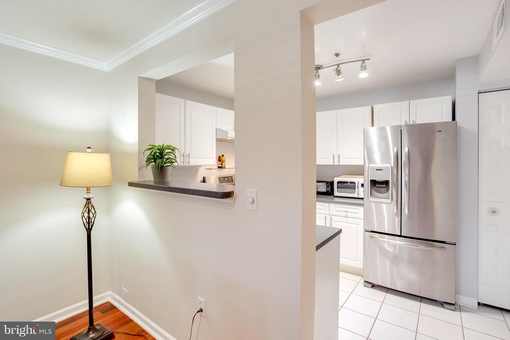 Large Open Kitchen - 1625 INTERNATIONAL DR #TH1, MCLEAN