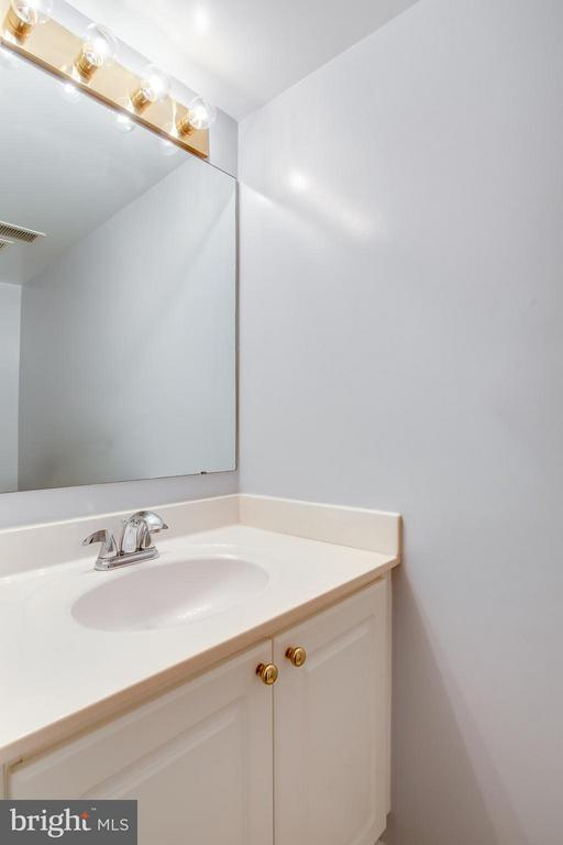 Powder Room / Half Bath Main Level - 1625 INTERNATIONAL DR #TH1, MCLEAN