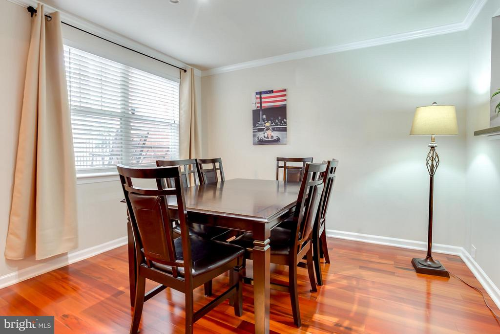 Plenty of Natural Light - 1625 INTERNATIONAL DR #TH1, MCLEAN