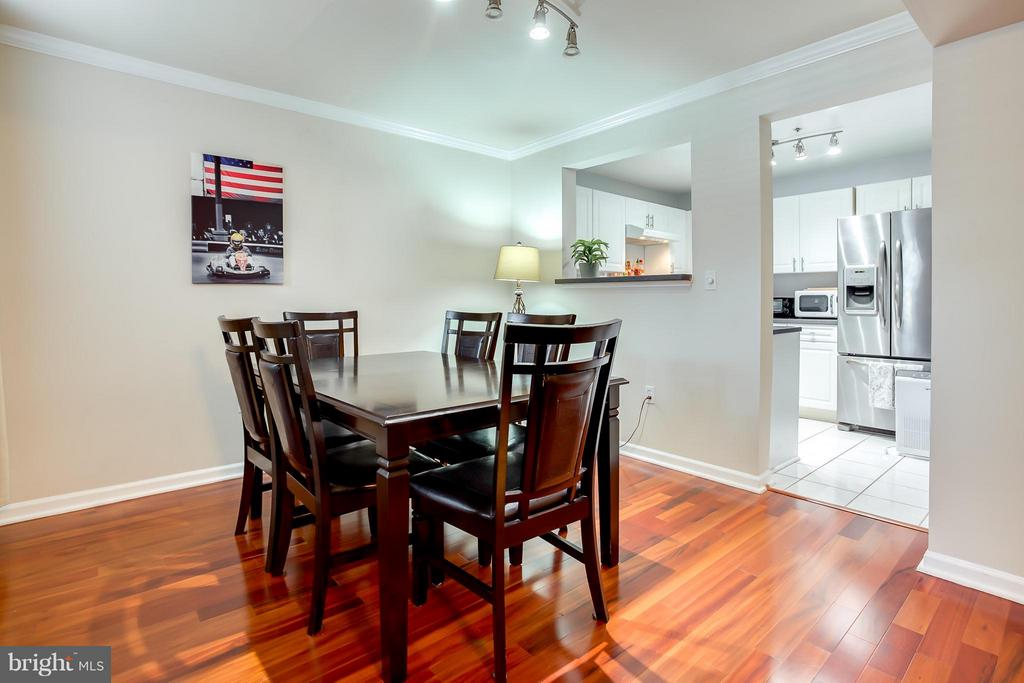Dining Space for 6 People - 1625 INTERNATIONAL DR #TH1, MCLEAN