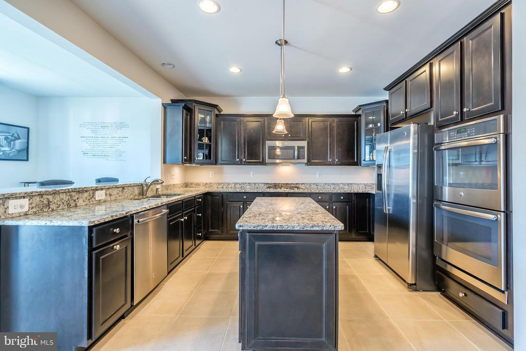 Kitchen Offers Stainless Steel Appliances - 9053 MARIA WAY, MANASSAS PARK