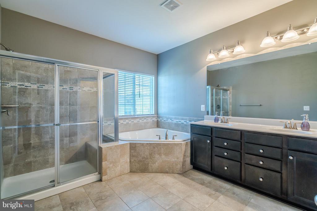 Master Bath W Separate Shower and Soaking Tub - 9053 MARIA WAY, MANASSAS PARK