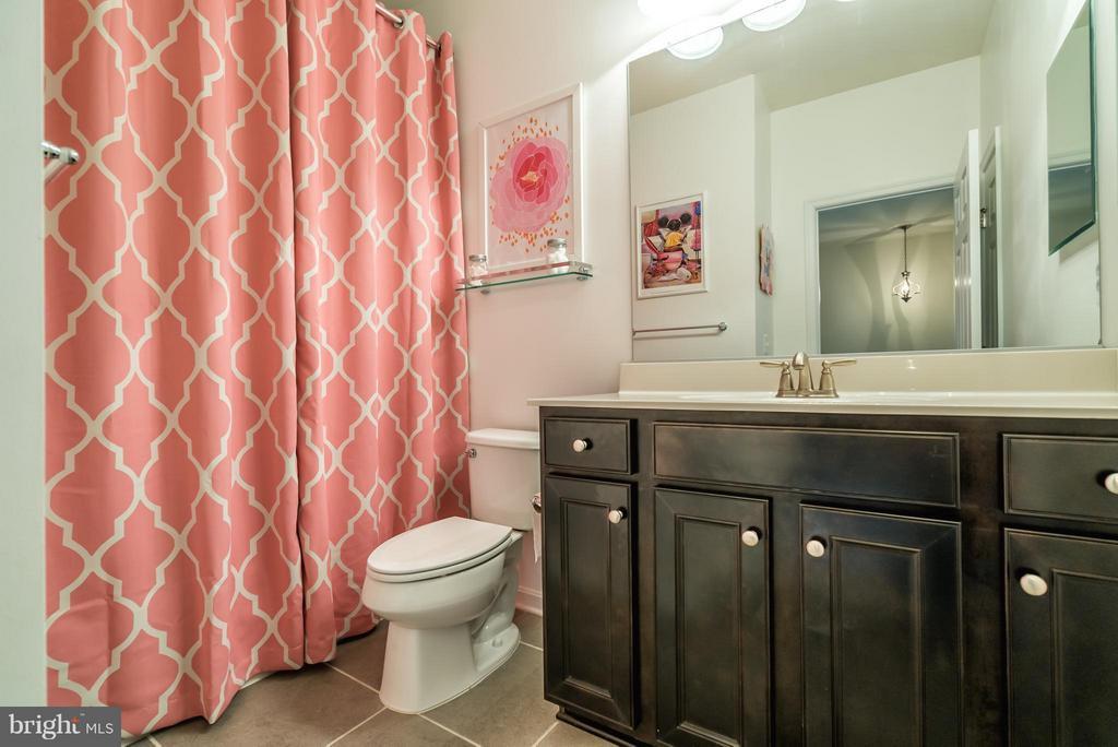 Upper Level Full Bath - 9053 MARIA WAY, MANASSAS PARK