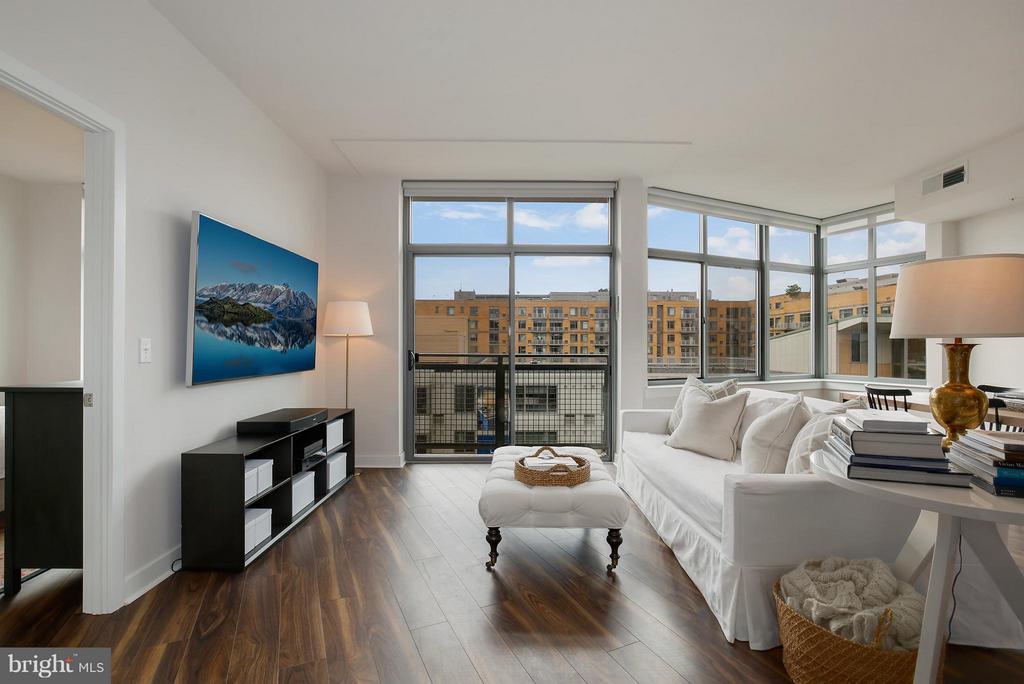 Living Room - 460 NEW YORK AVE NW #807, WASHINGTON