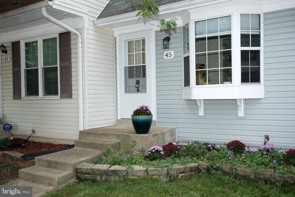 Exterior (Front) - 45 BICKEL CT, STERLING