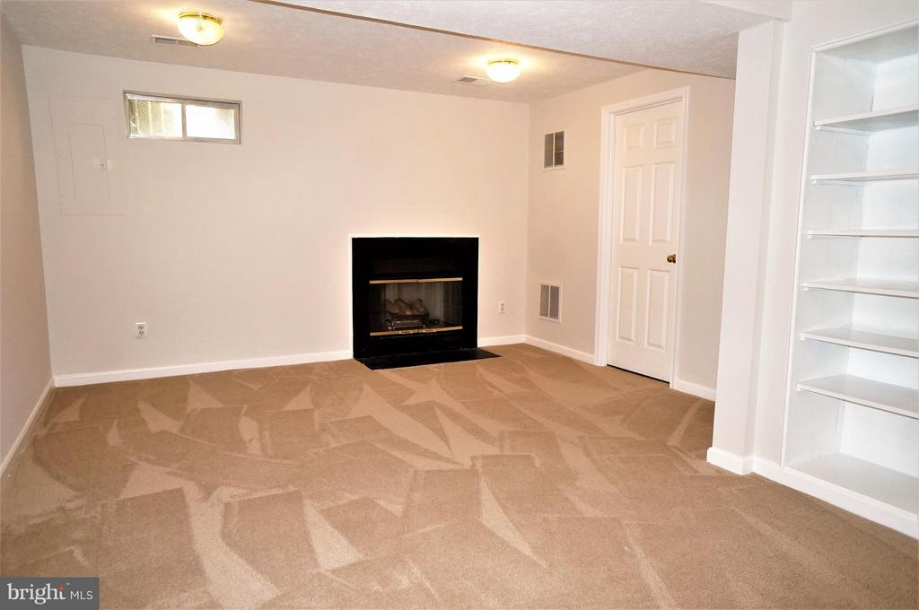 Recreation Room with Fireplace - 16948 TOMS RIVER LOOP, DUMFRIES