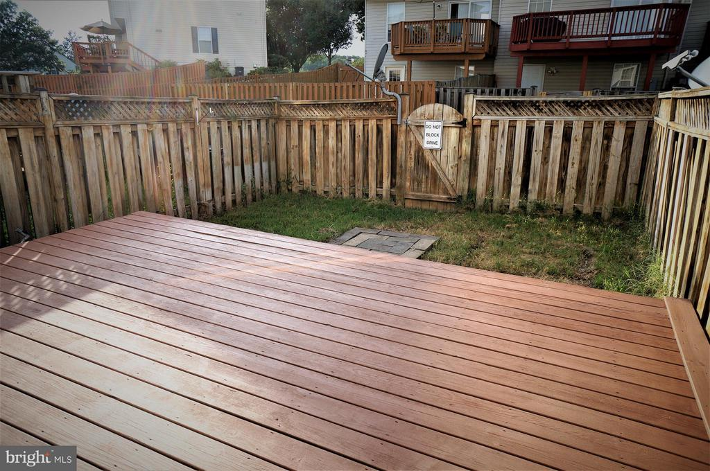 Fenced Rear Yard and Deck w/ Gas Line for Grill - 16948 TOMS RIVER LOOP, DUMFRIES