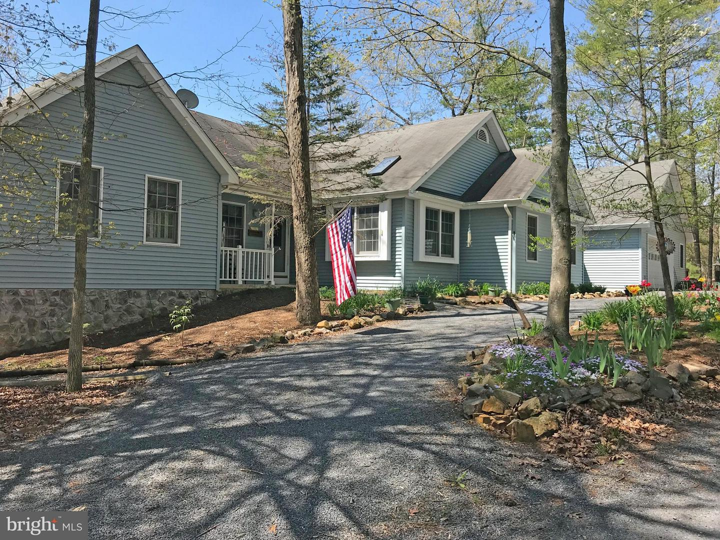 Single Family for Sale at 236 Morrie Dr Basye, Virginia 22810 United States