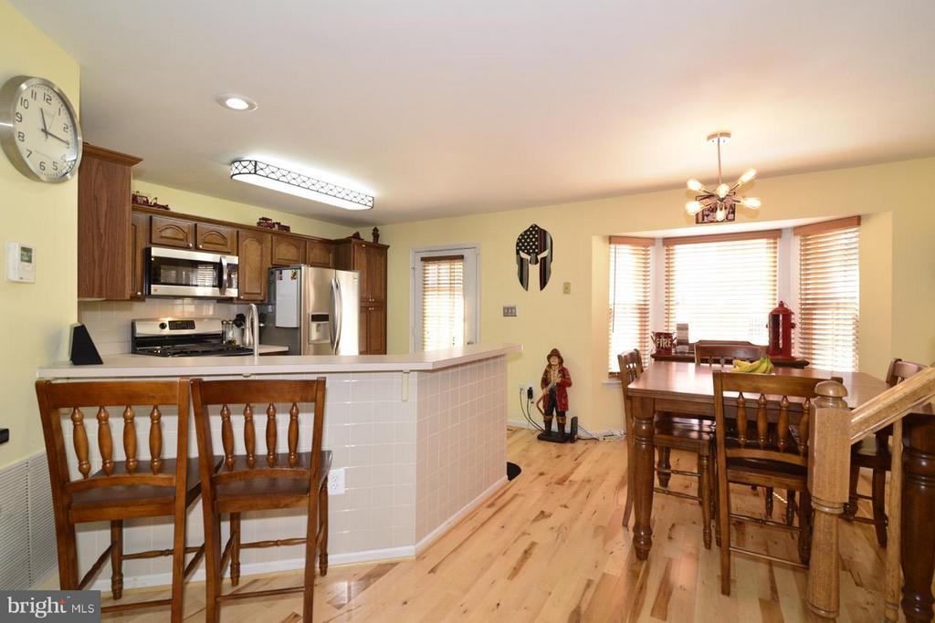 Breakfast Bar - 5427 CRYSTALFORD LN, CENTREVILLE