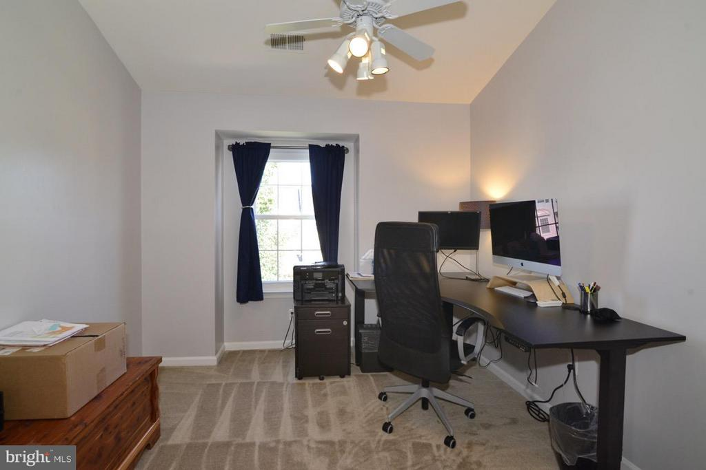 Third Bedroom/Office - 5427 CRYSTALFORD LN, CENTREVILLE