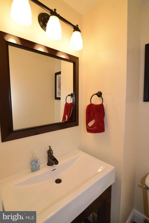 LL powder room - 5427 CRYSTALFORD LN, CENTREVILLE