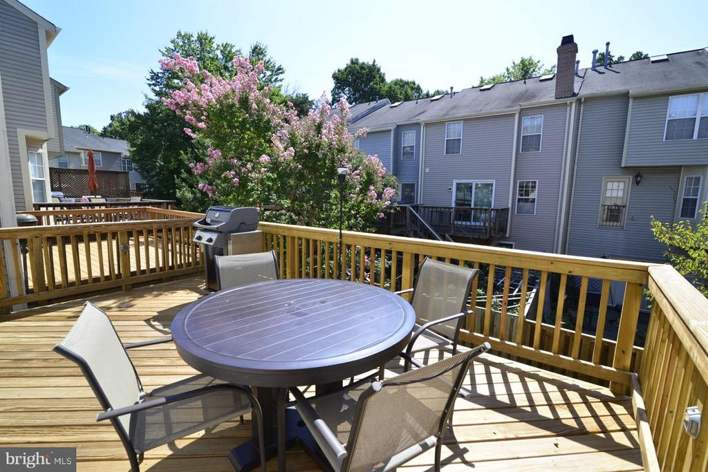 ML deck off of kitchen - 5427 CRYSTALFORD LN, CENTREVILLE