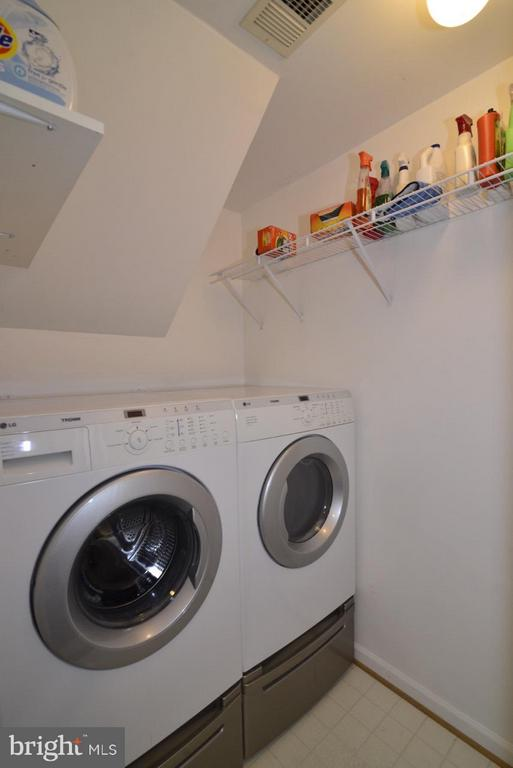 Laundry room - 5427 CRYSTALFORD LN, CENTREVILLE
