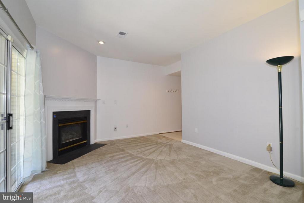 LL Family Room - 5427 CRYSTALFORD LN, CENTREVILLE