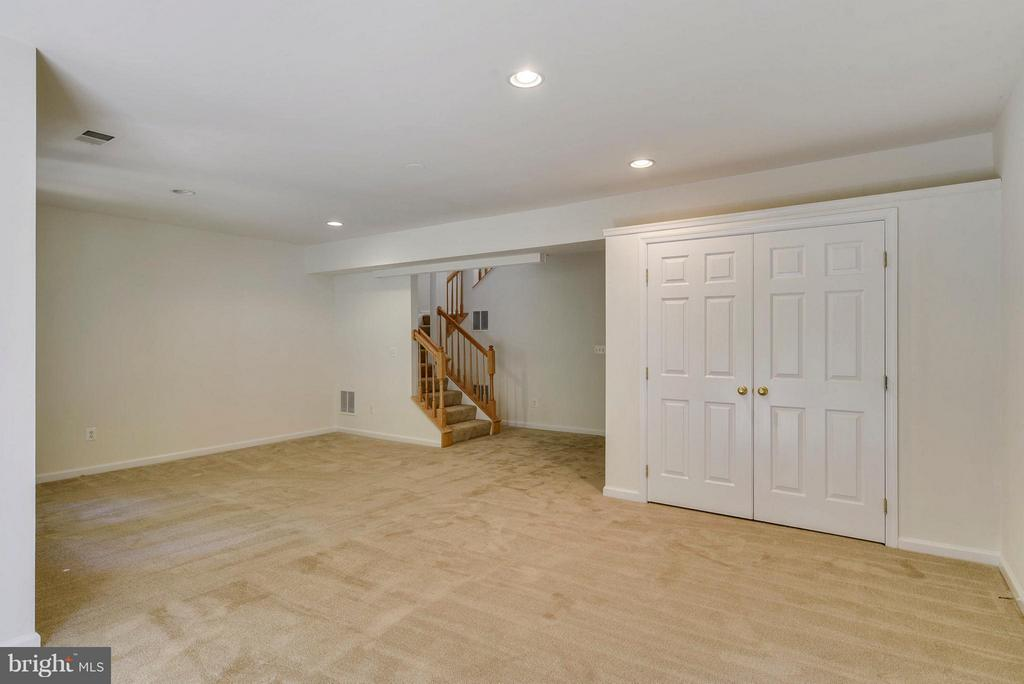 New carpet in basement - 16020 BARN SWALLOW PL, WOODBRIDGE