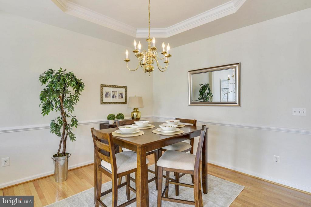 Formal separate dining room - 16020 BARN SWALLOW PL, WOODBRIDGE